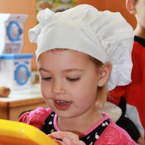 rideau_valley-girl_with_bakers_hat_playing_store_01395229932